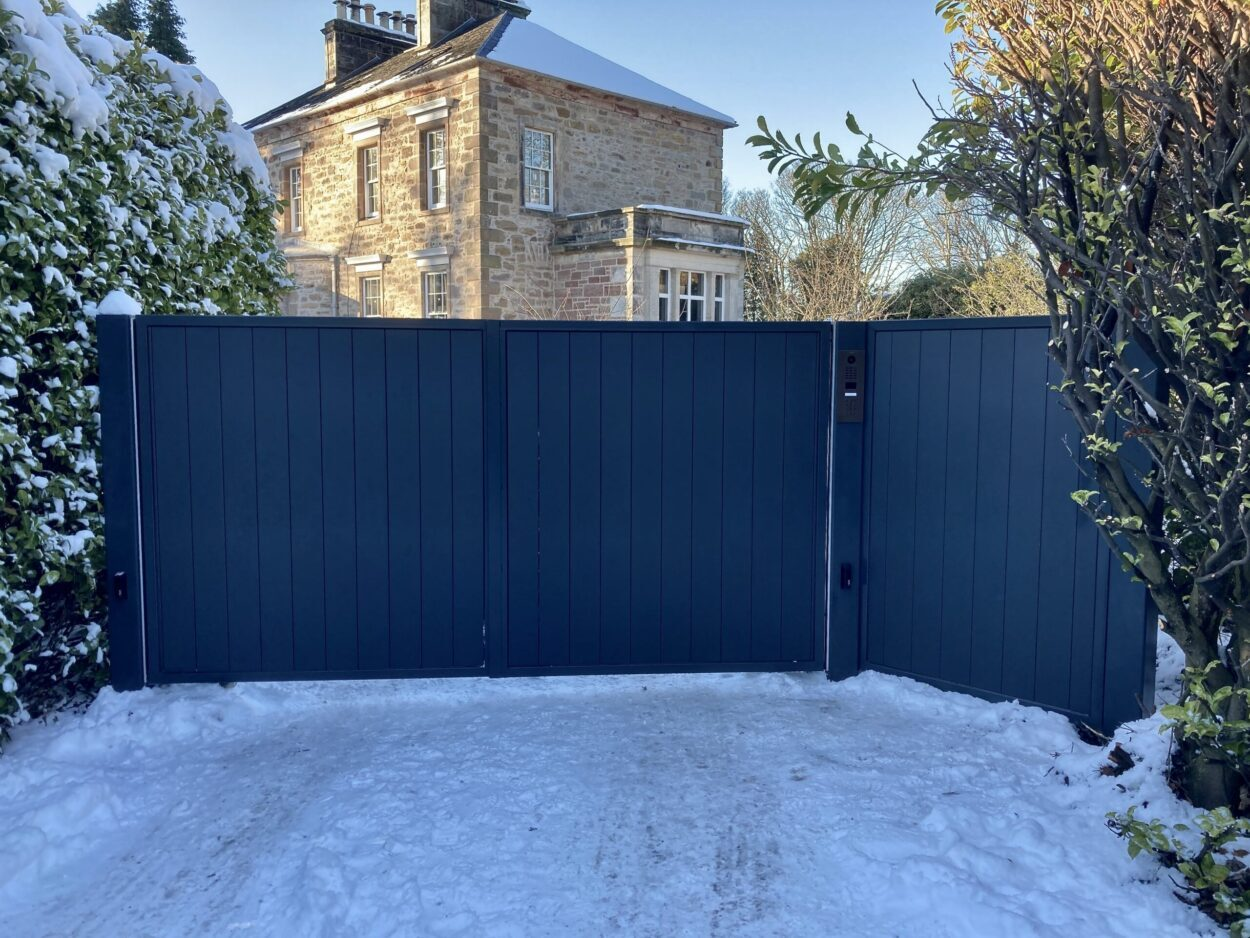 AES (SCOTLAND) LTD newly installed automatic aluminium driveway gates with matching side panel Edinburgh