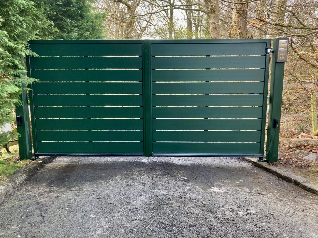 AES (SCOTLAND) LTD recently installed automatic and manual aluminium driveway gates Edinburgh.