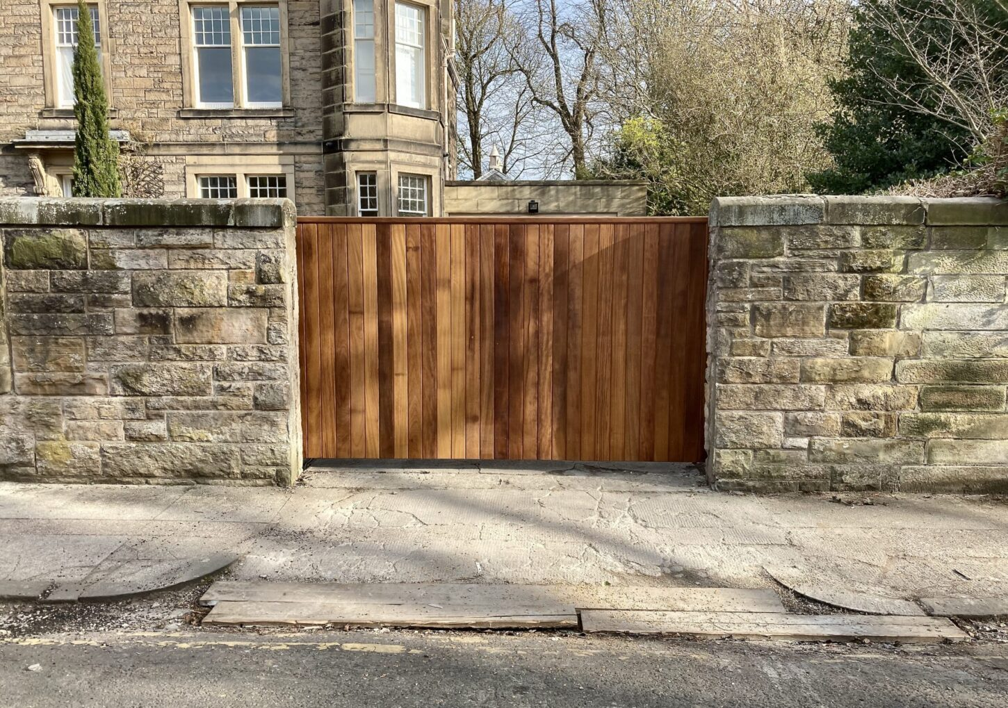 AES (SCOTLAND) LTD recently installed solid iroko cantilever sliding gate Edinburgh
