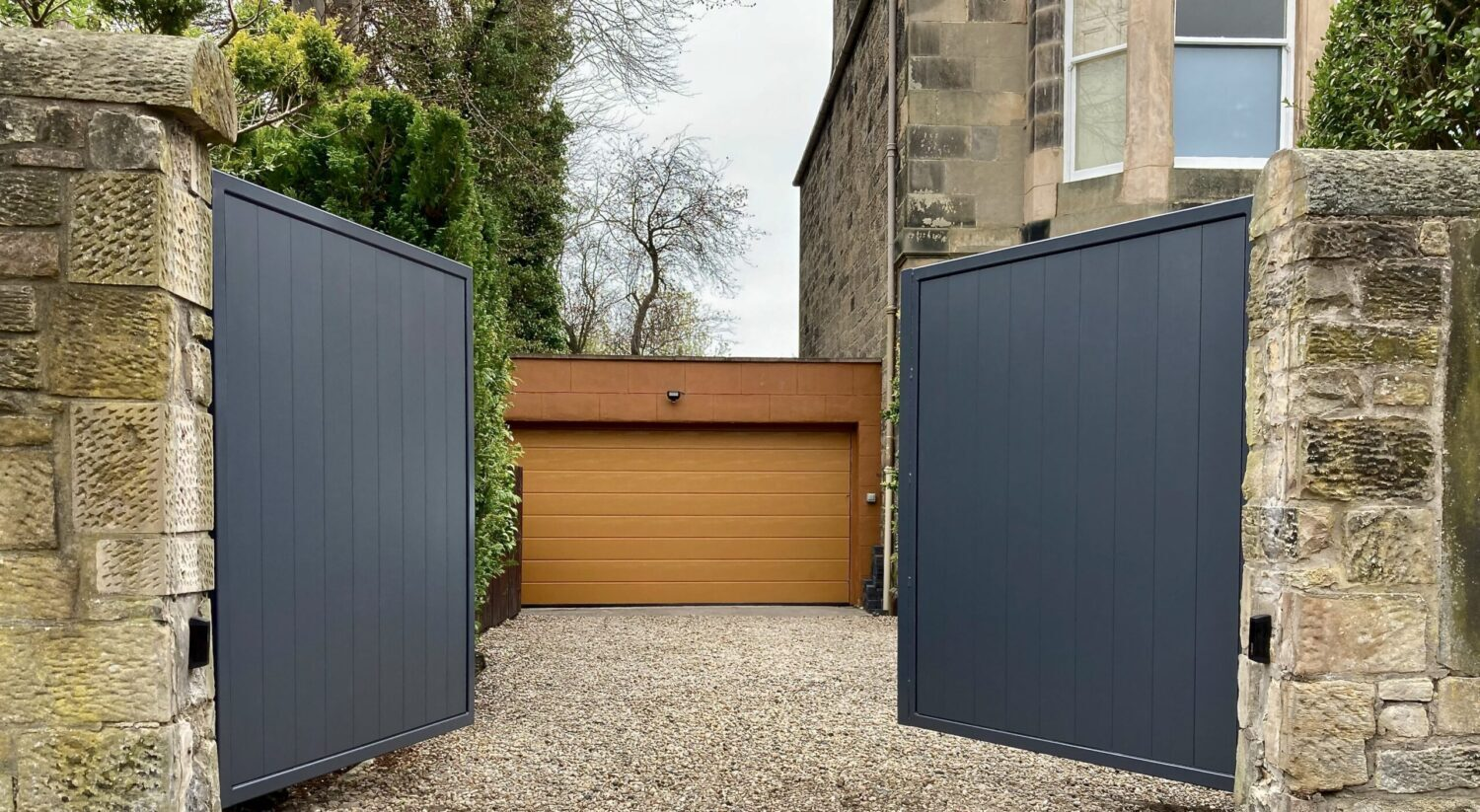 AES (SCOTLAND) LTD recently installed automatic aluminium driveway gates in Edinburgh.